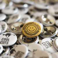 Διαφημιστικές κονκάρδες cool cuts κομμωτήριο