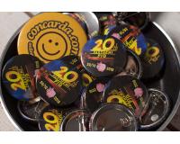 Κονκάρδες εκδήλωσης 20 ετών Partheni Pig