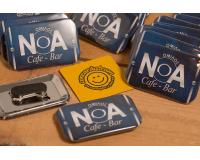 Κονκάρδες προσωπικού Noa Cafe bar