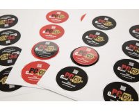 Διαφημιστικές κονκάρδες ανοιχτήρι μαγνήτης PC Center Tinos